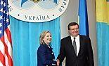 Hillary Clinton mit Kollege Gryshchenko (r)