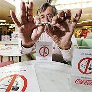 Richard Lugner und das Rauchverbot: Eine gespaltene Agelegenheit.