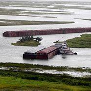 Ölpest -Öl im Lake Pontchartrain in Louisiana