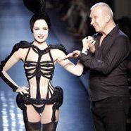 Dita von Teese tanzte zum Ende der Haute-Couture-Schauen in Paris