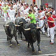 Wieder vier Verletzte beim Stierrennen in Pamplona