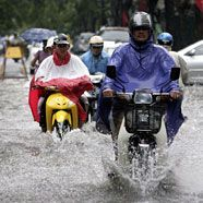 Hanoi durch heftige Regenfälle unter Wasser