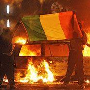 82 Verletzte bei Straßenschlachten in Nordirland