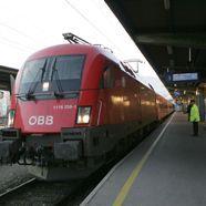 Ehepaar aus Dubai vergisst ihre Kinder am Salzburger Bahnhof