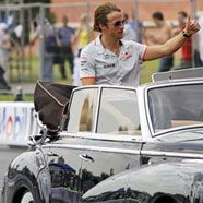 Jenson Button rast um den Kreml