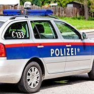 Streifenwagen und Rettung in Wien kollidiert