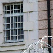 Aus Geldmangel Puppe als Wächter: Argentinische Häftlinge geflüchtet