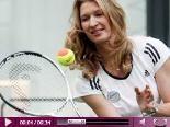 Video – Steffi Grafs neuer Sport: Goodbye Tennis! Heute spielt sie lieber Fussball…