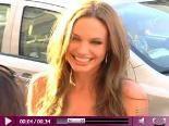 Video – Angelina Jolies Liebes-Beweis : Für Brad ließ sie sich ein Tattoo stechen – an eine ganz intime Stelle…