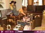 Video – Paris Hilton – die Königin des Übergepäcks: Koffer-Alarm! SO reist Paris zur Fussball-WM!