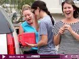 Video – Jennifer Garner ist super hilfsbereit: Hier hilft sie zwei Ladies beim Tanken aus…