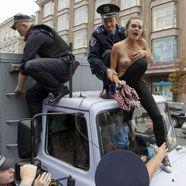 Ukraine: Oben ohne gegen Politiker
