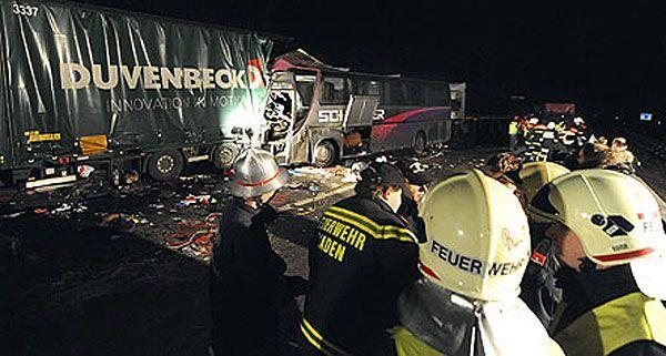Der schwere Busunfall auf der A21 forderte sechs Todesopfer und zahlreiche Verletzte