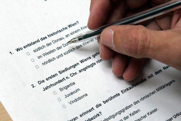Landesrat Schwärzler möchte die Staatsbürgerschaftsprüfung beibehalten