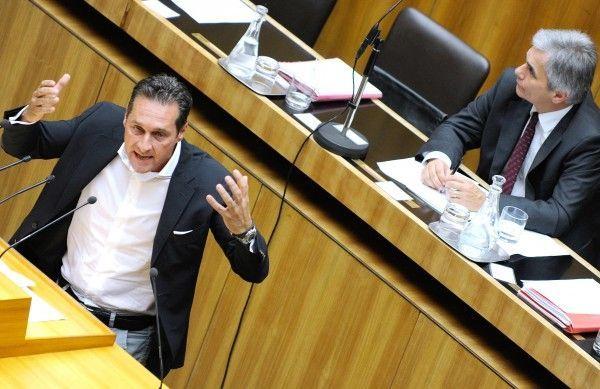 Stache im Element: Turbulente Nationalratssitzung.