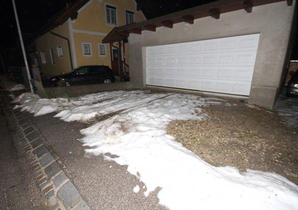 Schnee- und Hagelbedeckte Ausfahrt in St. Pölten.