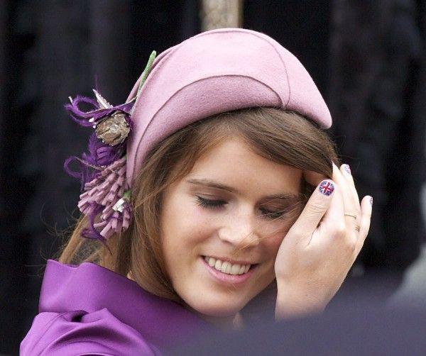 """Prinzessin Euginie trägt """"Union Jack"""" auf den Fingernägeln."""