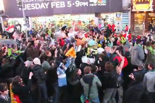 200 Menschen tanzten am New Yorker Times Square