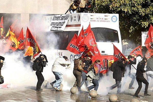 Protest in Ankara gegen Gerichtsbeschluss