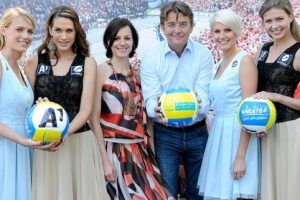 Beach Volleyball Grand Slam: Kerstin Radnetter designt Outfits für Foto-Girls