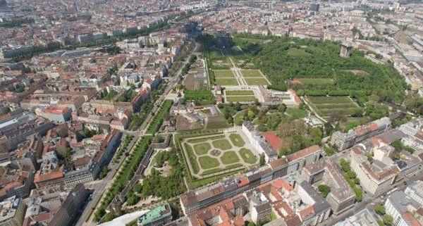 Aus der Luft sieht Wien sehr grün aus.