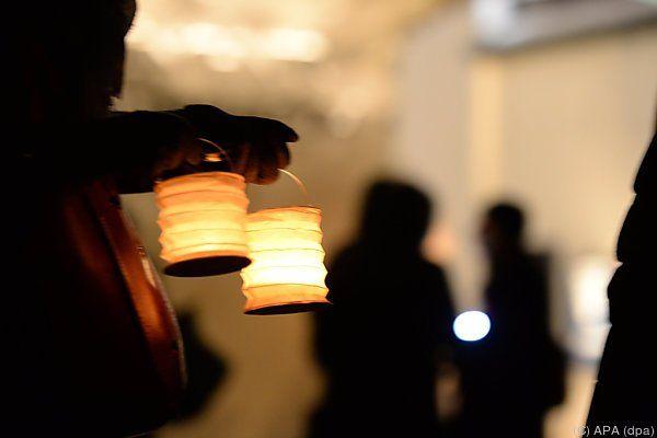 Lichterkette für Frieden und Toleranz
