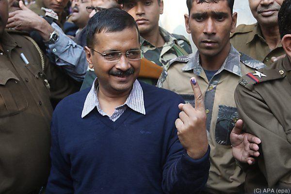 Kejriwa nach Nachwahlbefragungen in Delhi voran