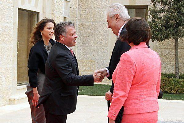 König Abdullah begrüßt Präsident Zeman (r.)