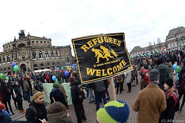 Symbolische Demo gegen Pegida-Treffen