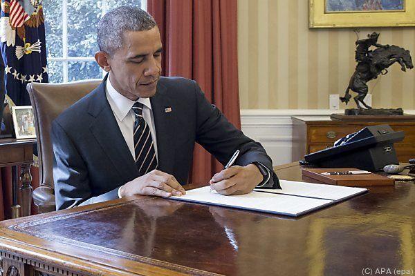 Barack Obama bei der Unterzeichnung des Erlasses