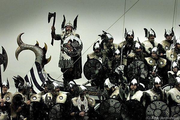Ausstellung räumt mit Klischees der starken Männern aus dem Norden auf