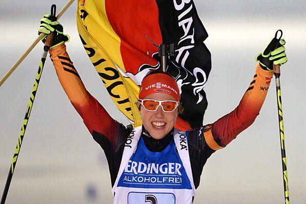 Laura Dahlmeier jubelt über deutschen Sieg