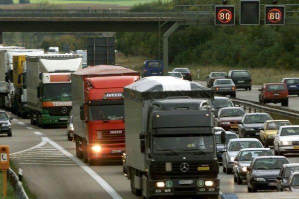 Ein Lkw-Stau auf der Brenner-Autobahn