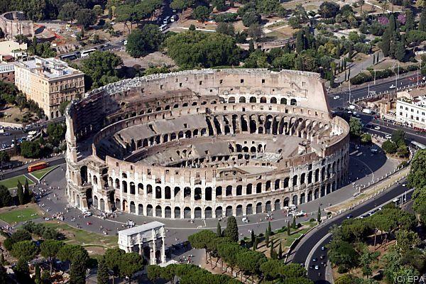 Das Kolosseum wurde zwischen 70 und 80 nach Christus erbaut