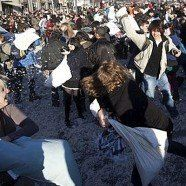 Pillow Fight Vienna 2015: Am Wiener Stephansplatz fliegen die Federn