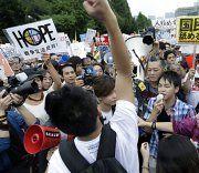 Massenproteste in Japan gegen neue Militärdoktrin