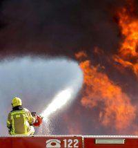 Großbrand in steirischer Recyclinganlage –drei Einsatzkräfte kollabiert