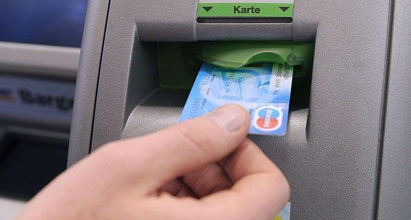 Sperrgebühr für Bankomat-Karte gezahlt? So gibt es Ihr Geld zurück