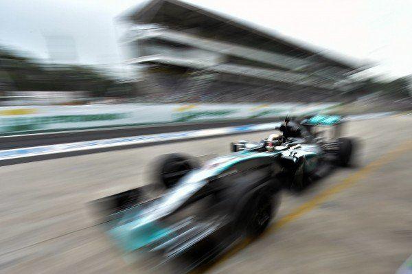 Weltmeister Hamilton fuhr im Abschlusstraining zum Großen Preis von Brasilien Bestzeit.