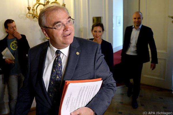 Minister Brandstetter bügelte frühere Einsparungen wieder aus