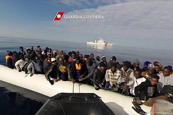 Tausende Flüchtlinge gerettet