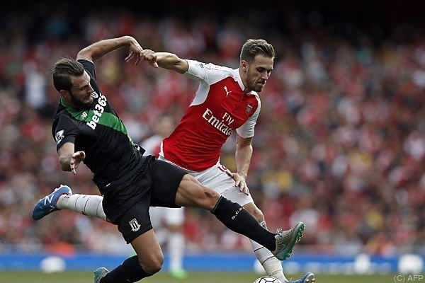 Aaron Ramsey (rechts/Arsenal) gegen Erik Pieters (links)