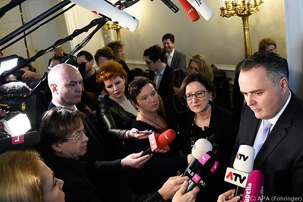 Die zwei Minister nehmen das Heft selbst in die Hand