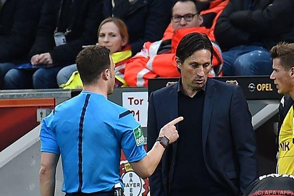Gespanntes Verhältnis zwischen Schiedsrichter und Trainer