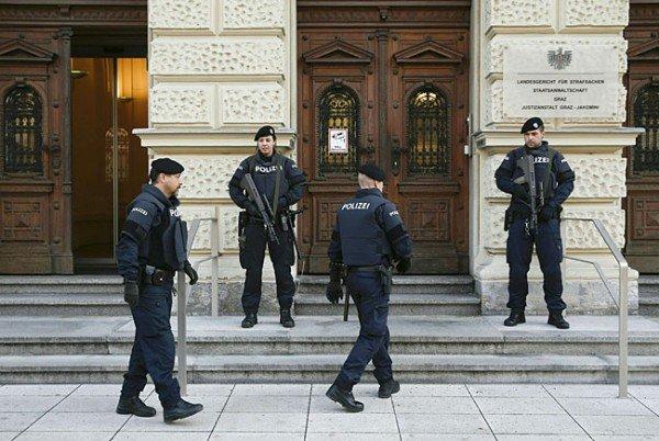 Polizeiaufgebot beim Prozess vor dem Straflandesgericht in Graz