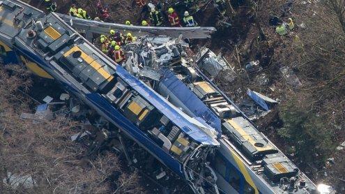 Schweres Zugunglück in Bayern: Zahl der Todesopfer steigt an
