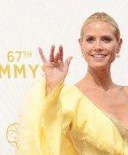 Heidi Klum zeigt, was sie darunter trägt