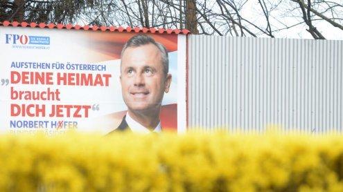 Vandalenakte gegen FPÖ-Plakate