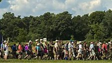 50.000 starten zur weltgrößten Wanderung