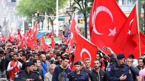 """UETD vermutet """"Provokateure"""" hinter Angriff auf Kurden-Lokal"""
